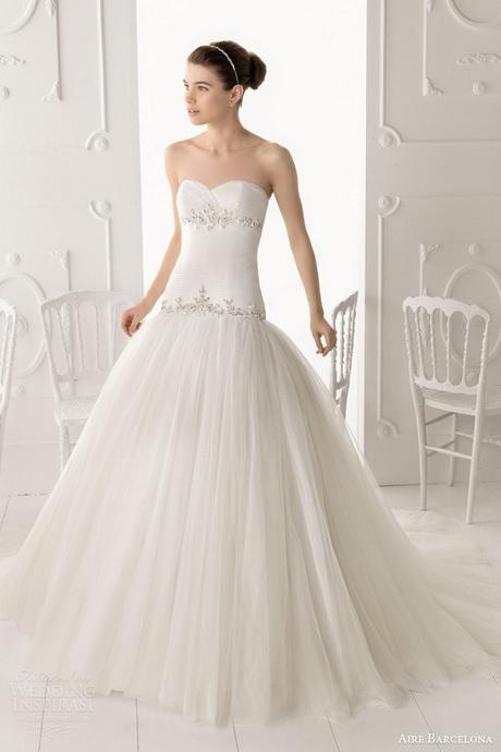 Da Rosy Sposa potrete scegliere tra splendidi abiti già confezionati ...