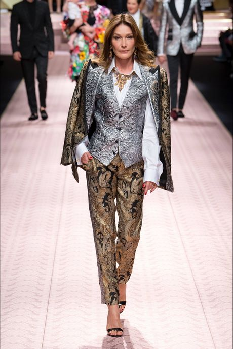 Sfilata Dolce Gabbana Milano – Collezioni Primavera Estate 2019 – Vogue  Moda Senza Tempo 59db2a64b1a