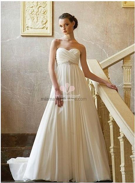 f88b91b1fcf1 Da sempre alla moda a volte anche per esigenza l abito da sposa stile  impero è il modello preferito per le spose in dolce attesa oppure per le  taglie …